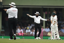 Aleem Dar awarded five penalty runs to New Zealand for David Warner and Marnus Labuschagne running on the pitch, Australia v New Zealand, 3rd Test, Sydney, 4th day, January 6, 2020