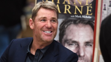 Shane Warne will auction off his baggy green cap to raise funds for the bushfire appeal
