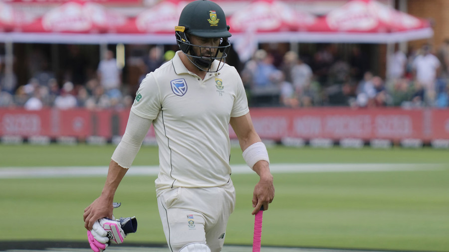 Faf du Plessis walks off after being dismissed for 8