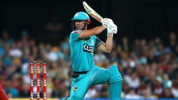 Chris Lynn smashed five fours and three sixes in a 15-ball 41