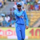 Shikhar Dhawan injured his shoulder while fielding, India v Australia, 3rd ODI, Bengaluru, January 19, 2020
