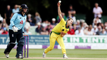 Ellyse Perry beat Shelley Nitschke's Australian record of best innings figures by two runs