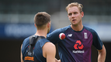 Stuart Broad chats to Mark Wood in the nets