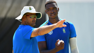 Charl Langeveldt talks to Lungi Ngidi at South Africa training
