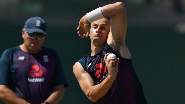 Tom Curran bowls in training