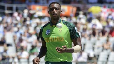 Lungi Ngidi prepares to bowl