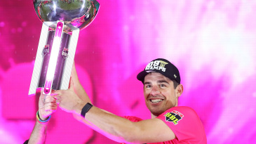 Moises Henriques receives the BBL trophy