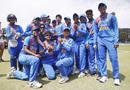 Richa Ghosh gets her India cap from Harmanpreet Kaur, Australia v India, women's T20I tri-series final, Melbourne, February 12, 2020
