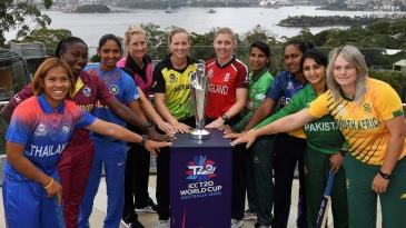 Sornnarin Tippoch, Stafanie Taylor, Harmanpreet Kaur, Sophie Devine, Meg Lanning, Heather Knight, Salma Khatun, Chamari Atapattu, Bismah Maroof and Dane van Niekerk pose with the Women's T20 World Cup trophy