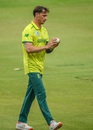 A pensive Dale Steyn walks back to his mark, South Africa v Australia, 1st T20I, Johannesburg, February 21, 2020