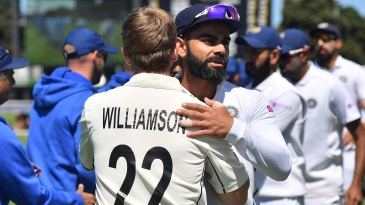 Virat Kohli congratulates Kane Williamson