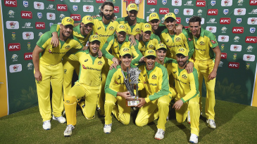 Australia celebrate after sealing the T20I series