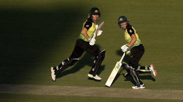 Beth Mooney and Alyssa Healy run across