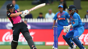 Amelia Kerr's late flourish nearly dragged New Zealand over the line