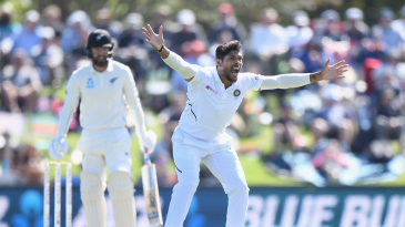 Umesh Yadav appeals successfully for Tom Blundell