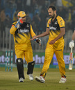 Wahab Riaz is congratulated by Kamran Akmal during his three-for, Peshawar Zalmi v Quetta Gladiators, PSL 2020, Rawalpindi, March 5, 2020