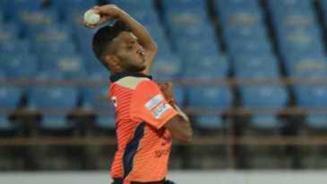 Chetan Sakariya loads up in his delivery stride