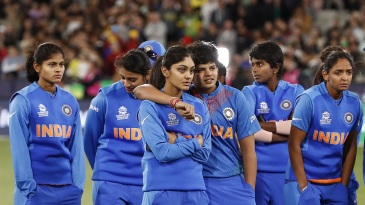 A disappointed Indian team at the presentation ceremony