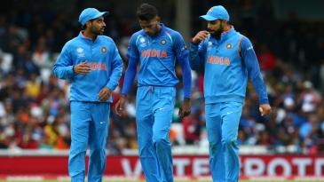 Bhuvneshwar Kumar, Hardik Pandya and Virat Kohli have an intense discussion