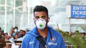 KL Rahul is taking all precautions at the Lucknow airport amid the COVID-19 pandemic