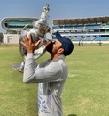 Sheldon Jackson kisses the trophy, Saurashtra v Bengal, Ranji Trophy final, March 13, 2020