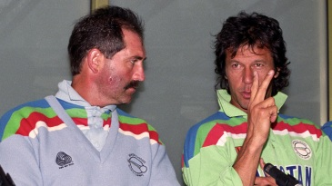 Graham Gooch and Imran Khan compare notes at a press conference