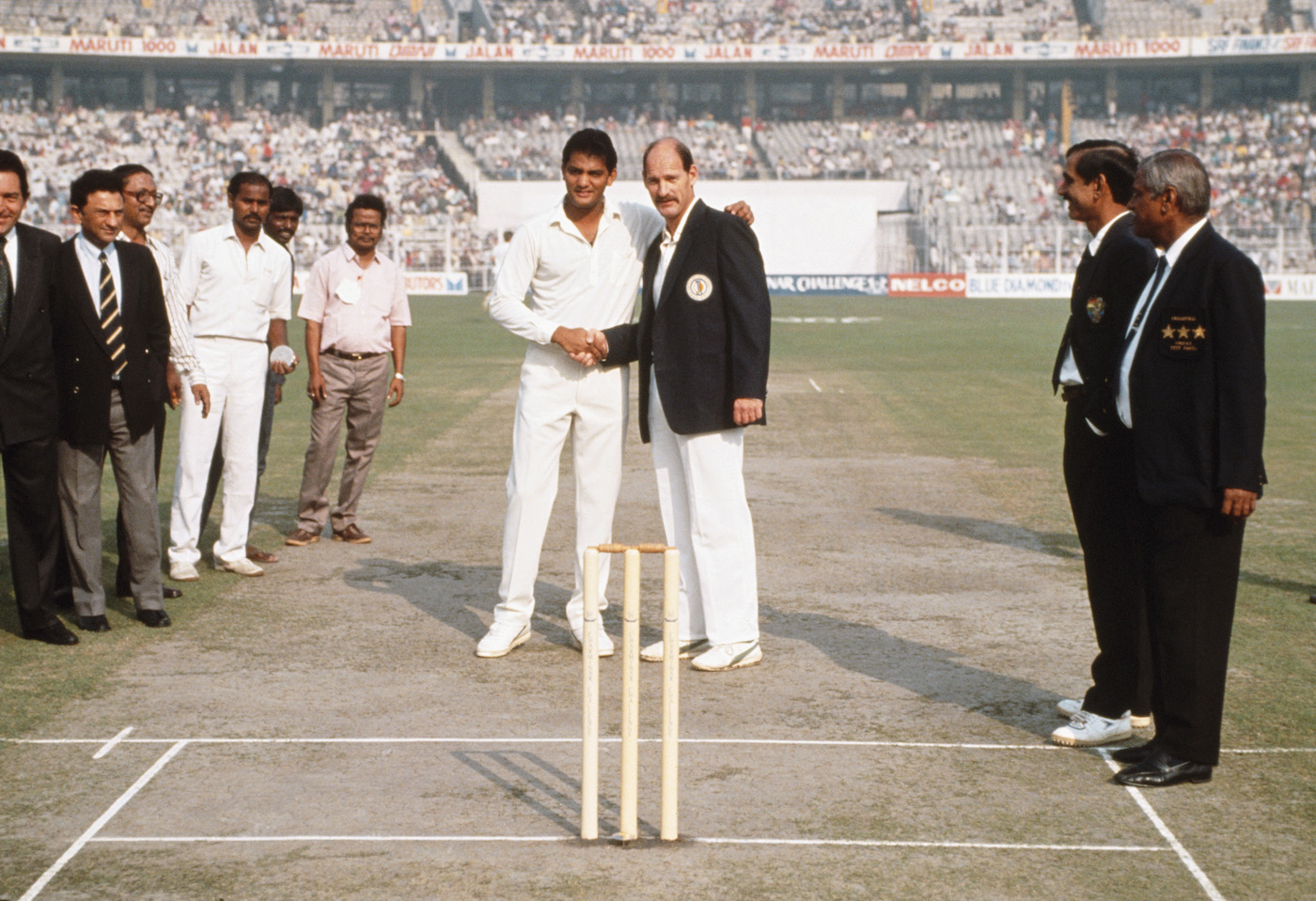 Calcutta 1991: Rice and Azharuddin at the toss. Before the game started, South Africa's captain also released a dozen doves from the middle, and the visiting team took a lap of the ground