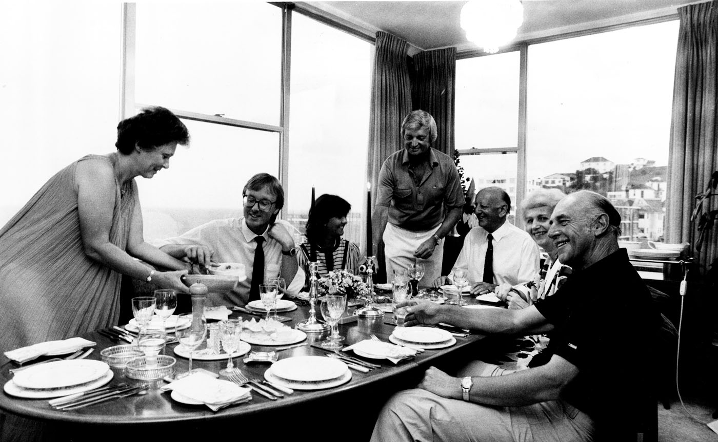 Richie Benaud and his wife Daphne host a meal at their house in Coogee, New South Wales in 1985. Sportswriter Phil Tressider and commentator Brian Johnston (first and third from right) are in attendance