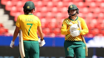 Dane Van Niekerk and Marizanne Kapp chat between an innings
