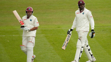 Ramnaresh Sarwan and Chris Gayle leave the field due to bad light