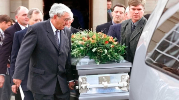 Ewie Cronje at his son Hansie's funeral in 2002