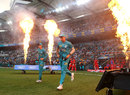 James Pattinson and Matt Renshaw run onto the field, Brisbane Heat v Melbourne Renegades, Big Bash, Gabba, January 19, 2020