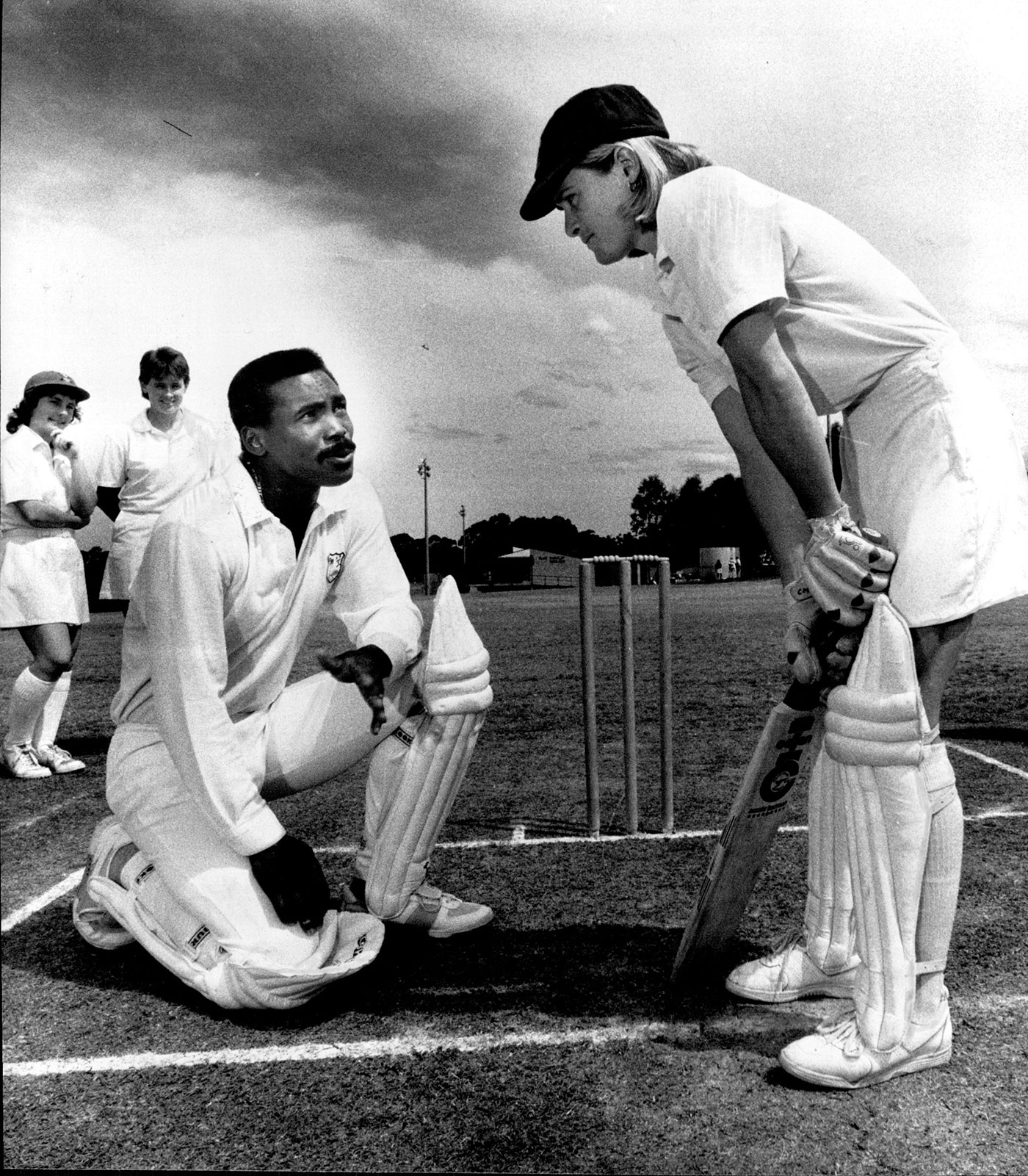 Greenidge passes on batting tips to New South Wales cricketers in 1989