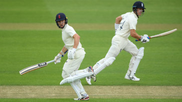 Joe Denly and James Bracey run between the wickets