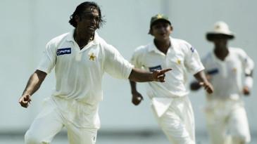 Shoaib Akhtar celebrates Adam Gilchrist's wicket
