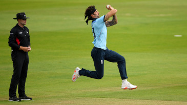 Reece Topley bowls in an England intra-squad game