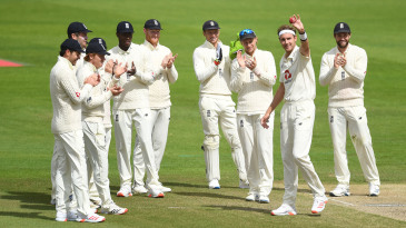 Stuart Broad acknowledges his 500th Test wicket
