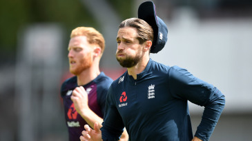 Chris Woakes busts a gut in training