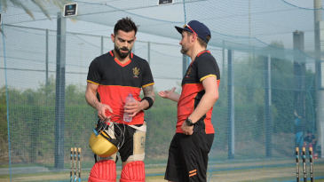 Virat Kohli and Mike Hesson have a chat in the nets