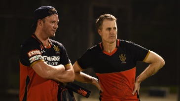 AB de Villiers keeps an eye on the Royal Challengers Bangalore training session with head coach Simon Katich