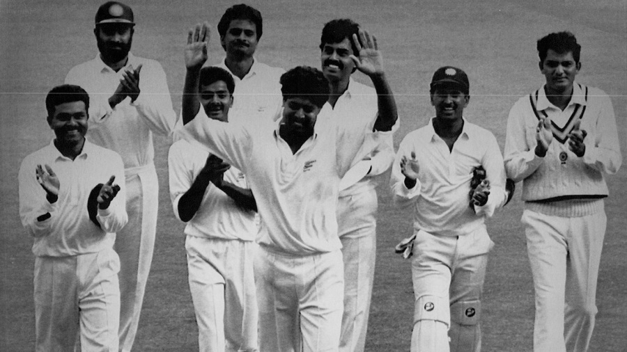 Kapil Dev's team-mates applaud him for reaching 400 Test wickets