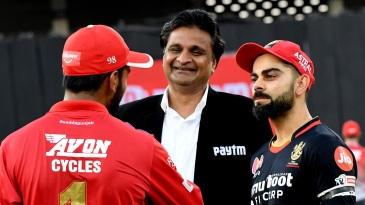 Virat Kohli and KL Rahul have a chat with with match referee Javagal Srinath
