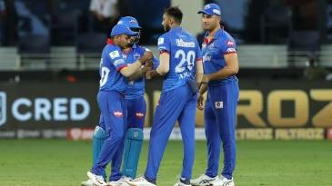 Axar Patel celebrates with Prithvi Shaw, Rishabh Pant and Marcus Stoinis