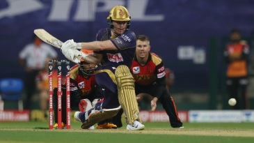 Eoin Morgan rolls out a reverse-sweep