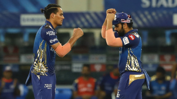 Rahul Chahar celebrates with Rohit Sharma after dismissing Virat Kohli cheaply