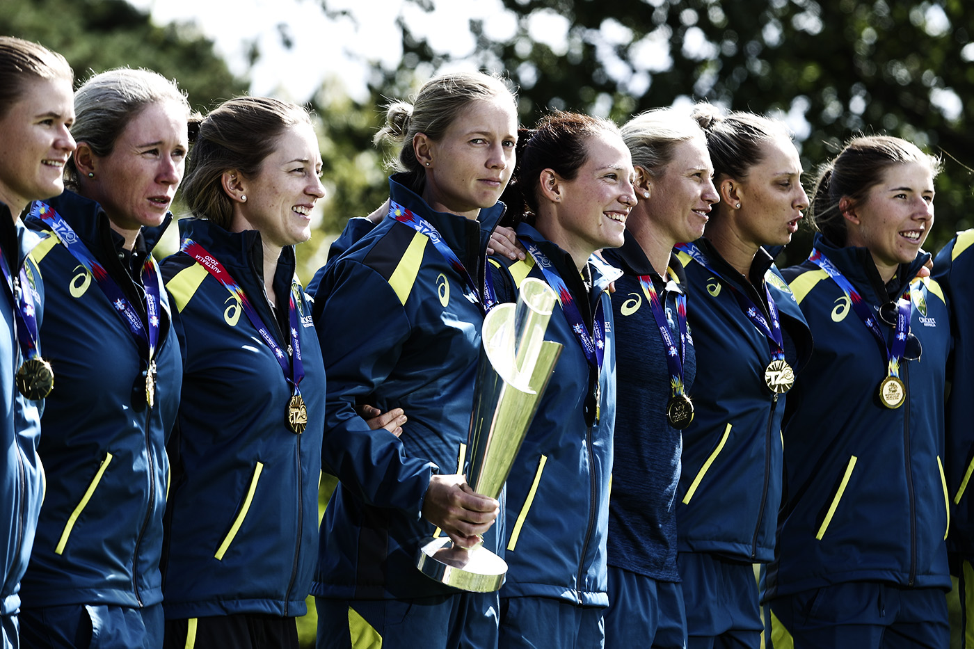 Meg Lanning stands with her team-mates and holds the T20 World Cup trophy