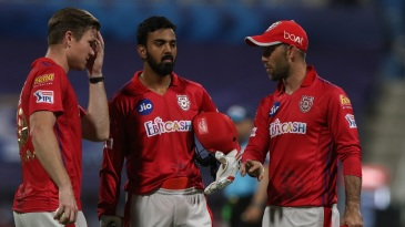 Jimmy Neesham, KL Rahul and Glenn Maxwell discuss a point