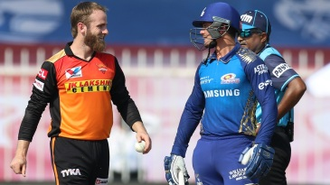 Kane Williamson and Quinton de Kock chat in the middle