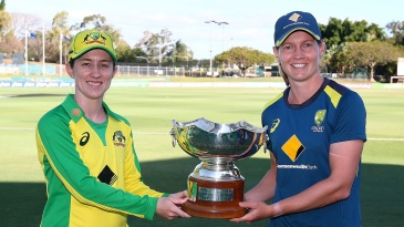 Captains' shot: Rachael Haynes and Meg Lanning pose with the Rose Bowl series trophy
