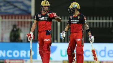 AB de Villiers and Virat Kohli punch gloves during their stand